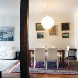 Para esta reforma de vivienda en Donostia San Sebastián la rehabilitación del salón comedor, se ha decidido dejar el poste visto que es una solución habitual en los trabajos de reformas de viviendas.