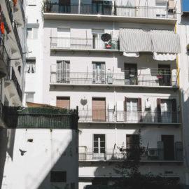 Fachada reformada en San Sebastián, vista inferior.